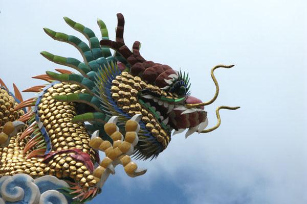 Tiled dragon at a Wat near Talat Warorot