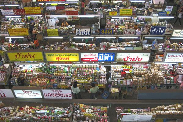 Talat Warowot: Inside the market building
