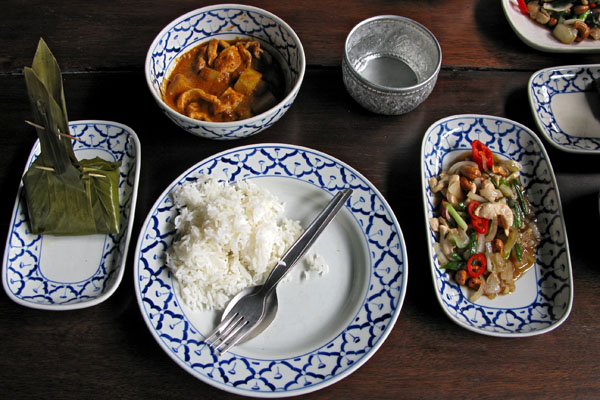 Steamed Fish in Banana Leaf, Yellow Curry w/ Chicken, Chicken w/ Cashew Nuts