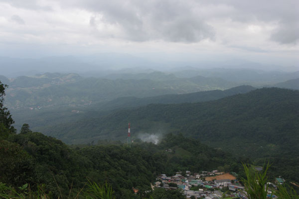 After the visit to Doi Suthep, we continued along the mountain road where we ended up at this beautiful overlook.