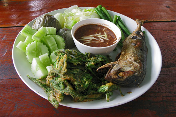 For lunch I had a Thai dipping sauce accompanied by fried greens, cucumbers, boiled eggplant, cooked cabbage and green beans, and a fried Mackrel fish.  The dipping sauce was delicious and a bit spicy.  The vegies were good, but I wasn't fond of the fish.