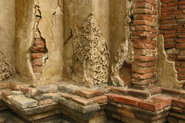 Wat Jet Yot: Deteriorating Stucco