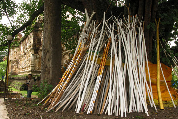 Wat Jet Yot: Prayer sticks