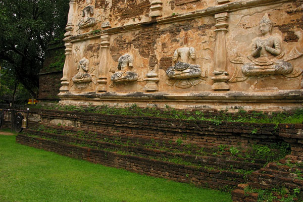 Wat Jet Yot: Buddha relief images