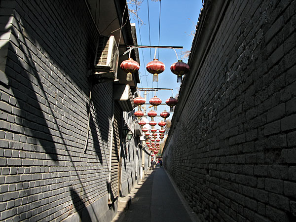 It seems that red lanterns signify restaurants or tea houses, and this was no exception.