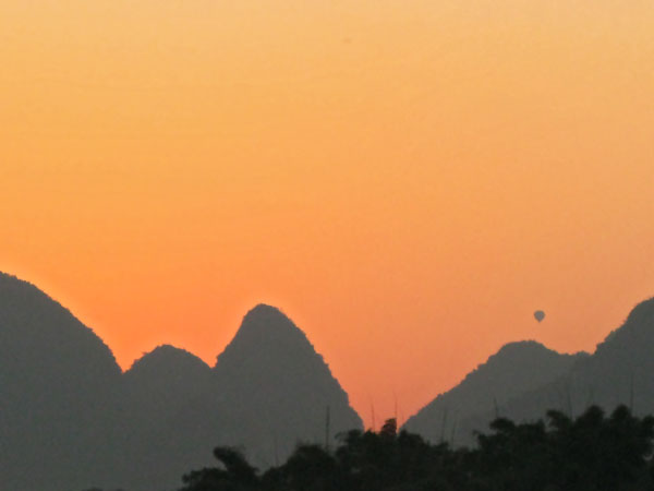 The mountains at dusk with a hot air balloon in the distance...Mom, you would have loved it!!