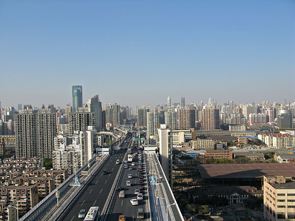 and climbed to the top of the Lulu bridge in Shanghai,