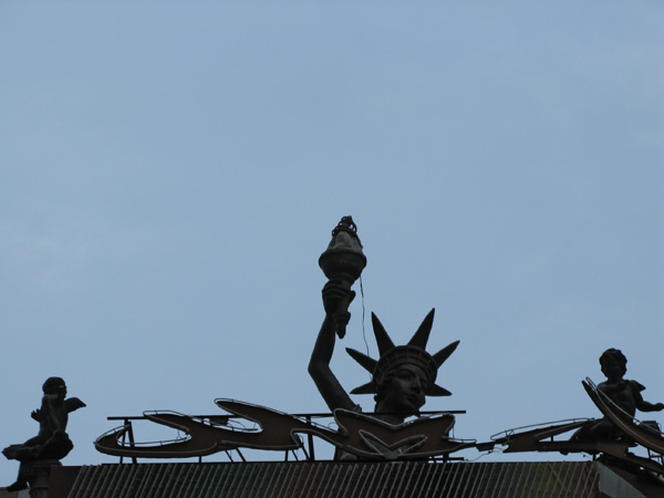 That has a Lady Liberty on top???????????????
