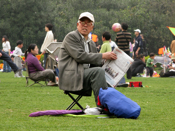 Newspaper at Zhongshan Park