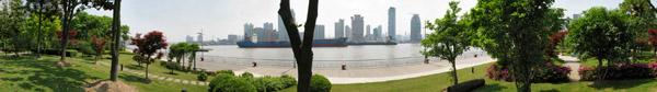 Panoramic of the Huangpu River towards Puxi (click for larger image)