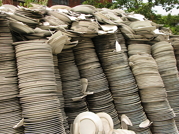 I wonder how many thousands of plates are here???