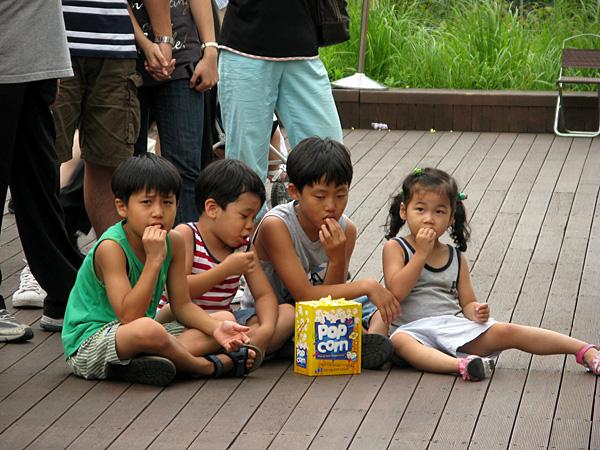 4 kids + Popcorn