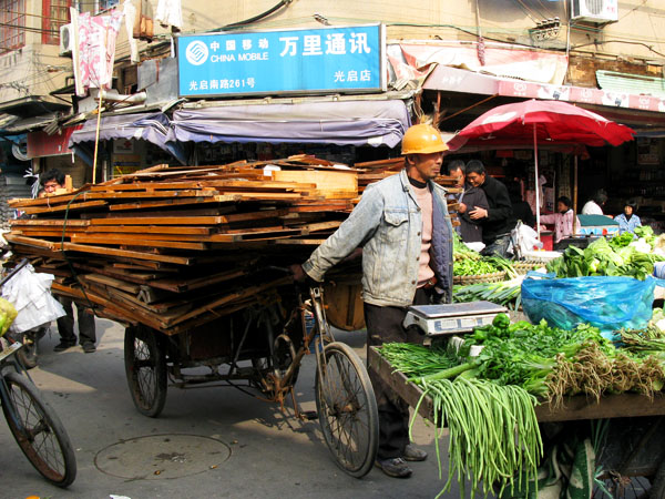 Door recycling passes by vegetable vendors