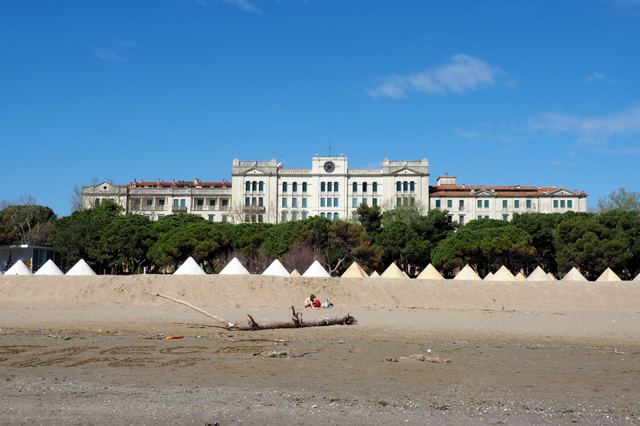 Lido Island beach