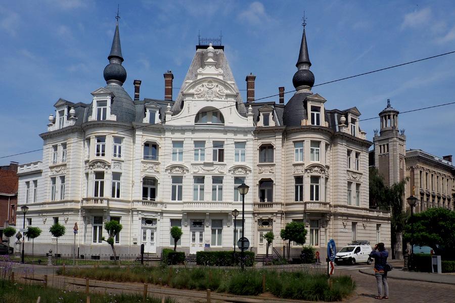 Grand corner buildings