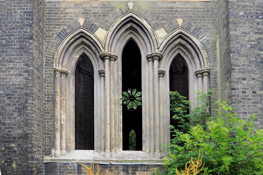Hidden chapel in Abney Park Cemetery